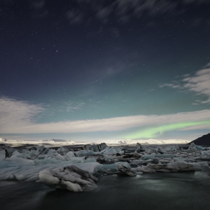 Luminile nordului peste lacul glaciar Jökulsárlón