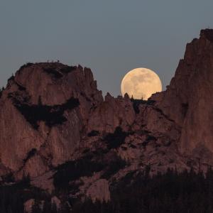 Rasarit de luna la Pietrele Doamnei