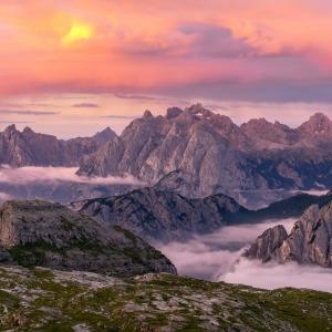 Răsăritul văzut de pe crestele Dolomiților
