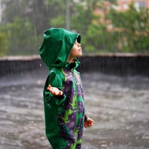 Joaca in ploaie