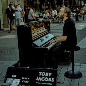 Muzică de stradă